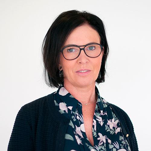 Medelålders kvinna som är CFO på företaget